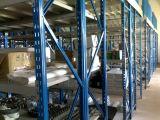 Um deck de metal muito Span Estantes de armazenamento