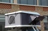 卸し売りキャンプの4人の屋根の上のテント