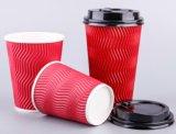 싼 주문을 받아서 만들어진 잔물결은 또는 뚜껑을%s 가진 벽 커피 또는 다방 종이컵을 주름을 잡는다