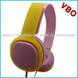 Écouteurs de fantaisie de couleur avec le cordon plat