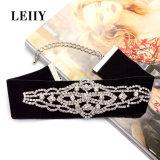 De zwarte Halsbanden van de Nauwsluitende halsketting van de Verklaring van de Vorm van de Installatie van het Kristal van het Bergkristal van het Fluweel Volledige Maxi