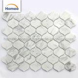 Mattonelle bianche della parete del mosaico del marmo di esagono della stanza da bagno di Carrara di buona qualità