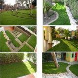 Prato inglese sintetico usato per l'abbellimento del giardino