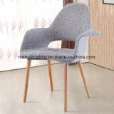 Las piernas de madera de plástico de polipropileno Mayorista de silla de comedor