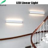 Hacia arriba y abajo la emisión de luz LED lineal con el tipo de pared