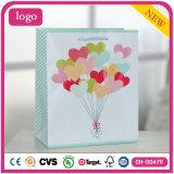 Sacs en papier romantiques de cadeau de produits de beauté de vêtement d'amour du jour de Valentine