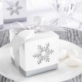 Flocon de neige faveur case Laser Cut en faveur des boîtes de bonbons avec ruban pour le parti