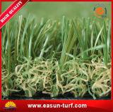 Hierba artificial de la falsificación del césped de la hierba de la falsificación de la hierba del PE para el jardín