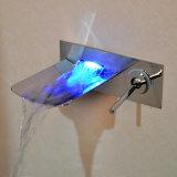 LED를 가진 최신 판매 크롬 잘 고정된 목욕탕 폭포 꼭지