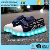 男の子LEDの子供のための軽いスニーカーのキャンバスLEDの靴