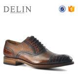 高い光沢がある新しいデザインビジネス革服靴