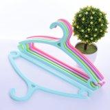 Nouveau produit vêtements colorés crochet en plastique
