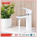Unión nueva plataforma de diseño Grifo de baño blanco montado para la venta (101D10305CP)