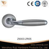 Poignées de levier de porte en aluminium en acier inoxydable classiques Zinc Zamak (Z6017-ZR05)