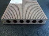 Revestimento composto plástico de madeira do Decking WPC da alta qualidade Anti-UV de Resisitant do tempo