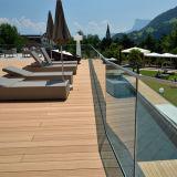 屋外の防水木プラスチック合成の固体および空のDeckingの床