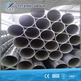 製造からの鋼管のあたりで浸る溶接鋼管の熱い