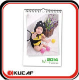 Подвесьте настенный календарь для продажи
