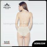 Un pezzo solo lavorato a maglia usura di nuoto della parte anteriore del legame delle donne