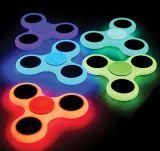 Resplandor de los hilanderos del ABS del color en juguete de giro de la persona agitada oscura