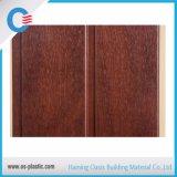 Les panneaux moyens de PVC de cannelure de la taille 25cm ont feuilleté le panneau de mur décoratif de plafond de PVC de modèle