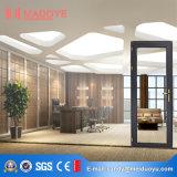 Алюминиевая дверь офиса с стеклянными жалюзиими