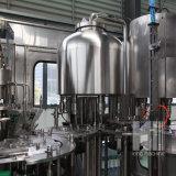 Maquinaria automática llena del embotellado del agua mineral