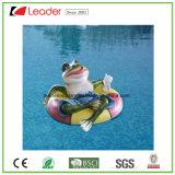 屋外の装飾のための水泳のラップが付いている新しいプールの庭のカエルの置物