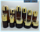 アクリルのふたが付いている焦茶の着色されたガラス装飾的なびんそして化粧品のガラス瓶