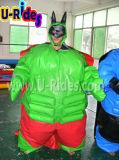 Het groene Opblaasbare Kostuum Sumo van de Mens met de Mat van de Grond