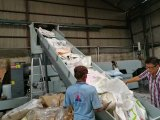 기계 PP에 의하여 길쌈되는 부대를 재생하는 2단계 플라스틱