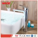 Robinet moderne en gros de bassin de salle de bains de la Chine avec le traitement simple