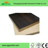 Matériau en bois de la mélamine auxquels sont confrontés les panneaux de particules