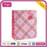 Bolsas de papel románticas rojas del regalo de los cosméticos de la ropa del día de tarjeta del día de San Valentín