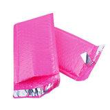 Die rosafarbene aufgefüllte Luftblasen-Werbungs-Selbstrobbe schlägt Plastikluftblasen-Umschläge ein