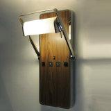 Un design moderne en bois de placage et tissu de métal pivotante de l'ombre de bougeoirs muraux wall lamp