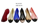 PVCゼリーの物質的な女性の靴の夏の熱い販売
