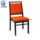 Metal de aluminio calificado imitado en madera silla banquetes