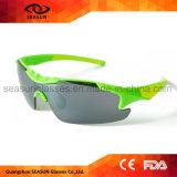 El fulgor polarizado verde resiste el deporte al aire libre en blanco de los vidrios de Sun que completa un ciclo conduciendo las gafas de sol de Hikking