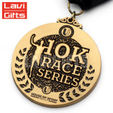 握りこぶしを搭載する安い卸し売りカスタム金属の金のスポーツメダル