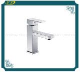 Grifo de cobre amarillo del fregadero del lavabo de la palanca de las mercancías sanitarias solo para el cuarto de baño