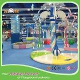 Amusement d'intérieur de cour de jeu d'enfants excitants