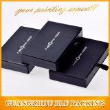 Caixa de jóia pequena de papel preta do cartão com punhos da gaveta