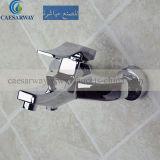 Robinet neuf de douche de modèle avec du ce reconnu pour la salle de bains