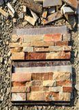 スレートによってスタックされる自然な石造りのタイルの安い外壁の石