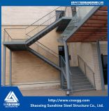 Escalera prefabricada de la estructura de acero del estándar de ISO con el material de construcción de acero
