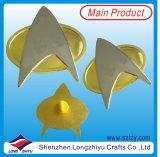 現代デザイン光沢がある金版が付いている真鍮の星のバッジ