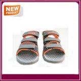 Pattini comodi del sandalo della spiaggia degli uomini