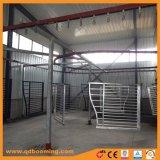 パネル及びゲートを囲うアルミニウム鋼鉄