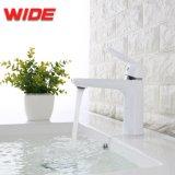 5 ans de garantie du bassin de la salle de bains blanche en laiton robinet pour la vente